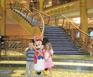 Kids with Minnie on Disney Fantasy